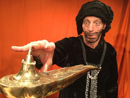 Zauberer in aladin und die Wunderlampe im Kinder-und Jugendtheater Frankfurt